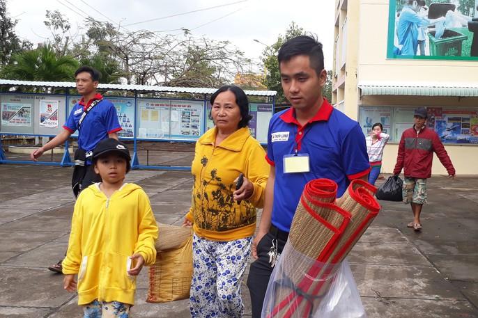 Người dân nô nức trở về nhà khi bão số 16 (Tembin) không vào miền Tây - Ảnh 7.
