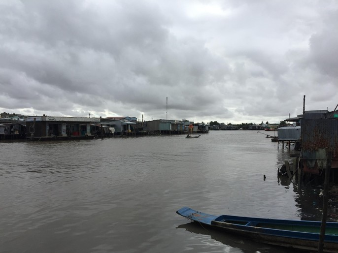 Người dân nô nức trở về nhà khi bão số 16 (Tembin) không vào miền Tây - Ảnh 6.