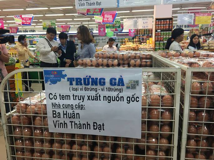 TP HCM đồng loạt dán tem thịt, trứng gia cầm - Ảnh 4.