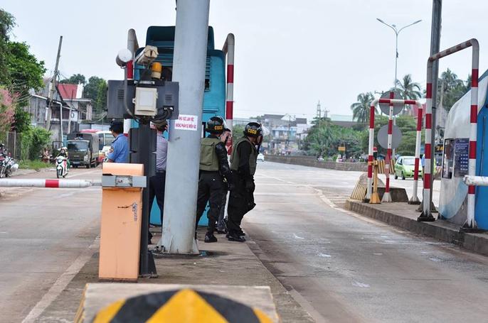Cảnh sát cơ động, CSGT được huy động đến BOT Biên Hòa - Ảnh 6.