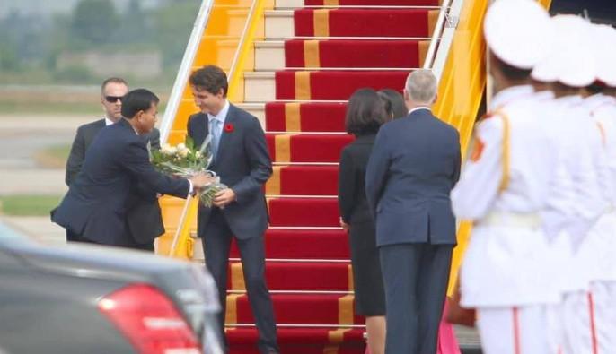 Chuyên cơ chở Thủ tướng Canada Justin Trudeau tới Hà Nội - Ảnh 8.