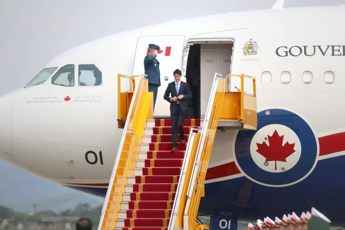 Chuyên cơ chở Thủ tướng Canada Justin Trudeau tới Hà Nội - Ảnh 6.