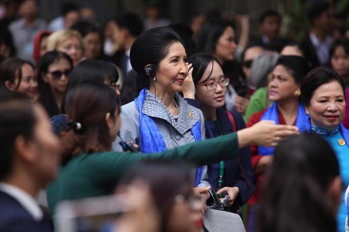 APEC 2017: Phu nhân các nhà lãnh đạo thích thú thăm Hội An - Ảnh 12.