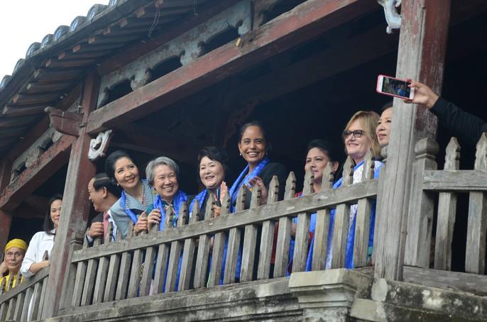 APEC 2017: Phu nhân các nhà lãnh đạo thích thú thăm Hội An - Ảnh 11.
