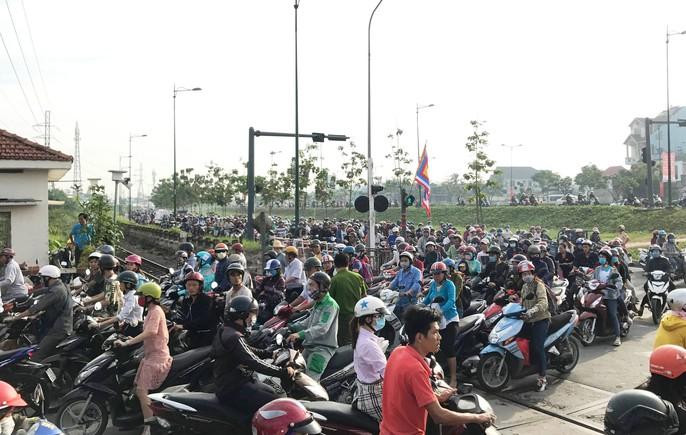 TP HCM: Tai nạn đường sắt, đường bộ kẹt xe kinh hoàng - Ảnh 4.