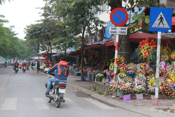 Vỉa hè Hà Nội: Sau 9 tháng ra quân đâu lại vào đấy - Ảnh 3.