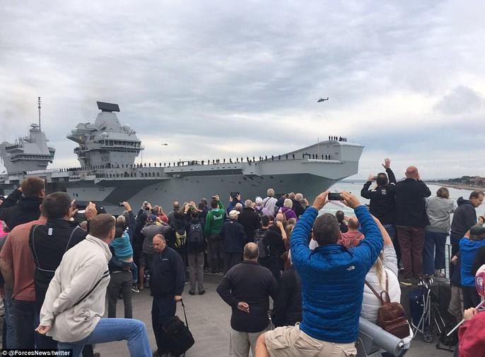 Cận cảnh chiến hạm lớn nhất của Hải quân Anh - Ảnh 2.