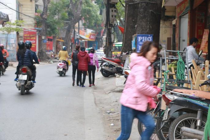 Vỉa hè Hà Nội: Sau 9 tháng ra quân đâu lại vào đấy - Ảnh 6.
