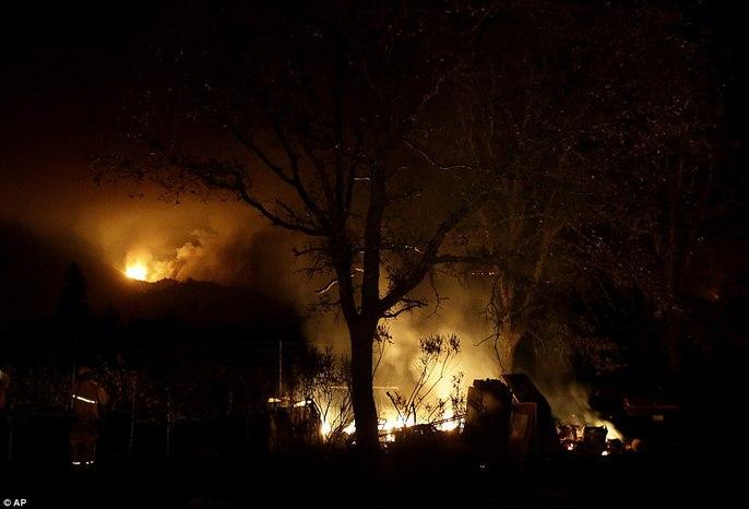 Cháy rừng ở California: Cứ như bị tấn công hạt nhân - Ảnh 1.