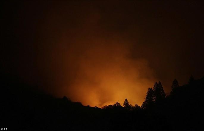 Cháy rừng ở California: Cứ như bị tấn công hạt nhân - Ảnh 2.