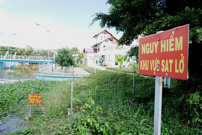 Kinh hãi 27 căn nhà sắp tuột xuống sông Sài Gòn! - Ảnh 4.