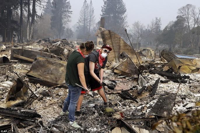 Cháy rừng ở California: Cứ như bị tấn công hạt nhân - Ảnh 3.