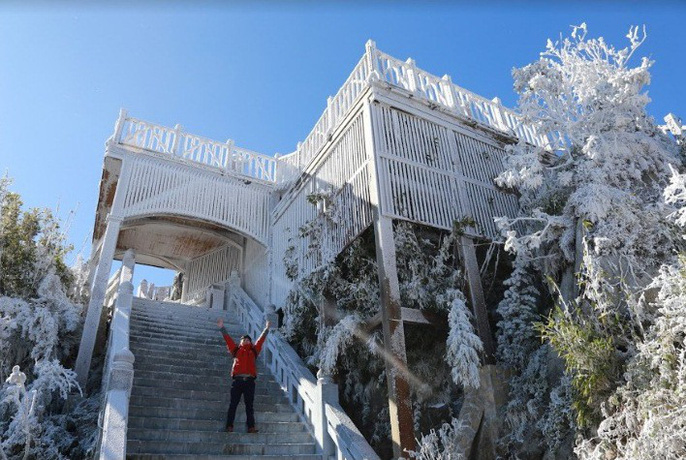 Nhiệt độ xuống -7 độ C, băng tuyết phủ trắng đỉnh Fansipan - Ảnh 17.