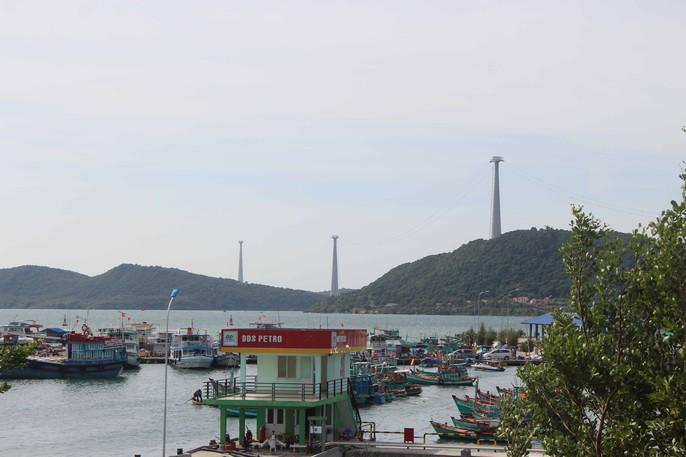 Ngắm cáp treo dài nhất thế giới sắp khai trương tại Phú Quốc - Ảnh 2.