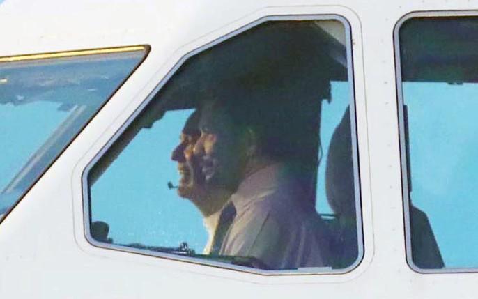 Vua Brunei tự lái chuyên cơ tới Đà Nẵng - Ảnh 3.