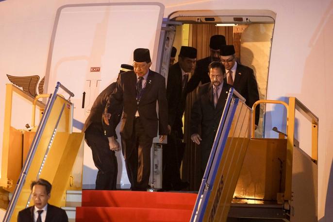 Vua Brunei tự lái chuyên cơ tới Đà Nẵng - Ảnh 5.