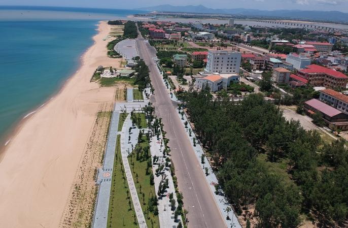 CLIP: Cận cảnh đường đi bộ Phú Yên dài 1km giá 68,5 tỉ đồng - Ảnh 2.
