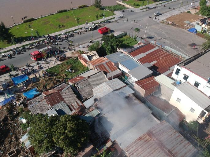 Cháy gần bến phà Rạch Miễu cũ - Ảnh 3.