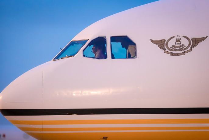 Vua Brunei tự lái chuyên cơ tới Đà Nẵng - Ảnh 1.