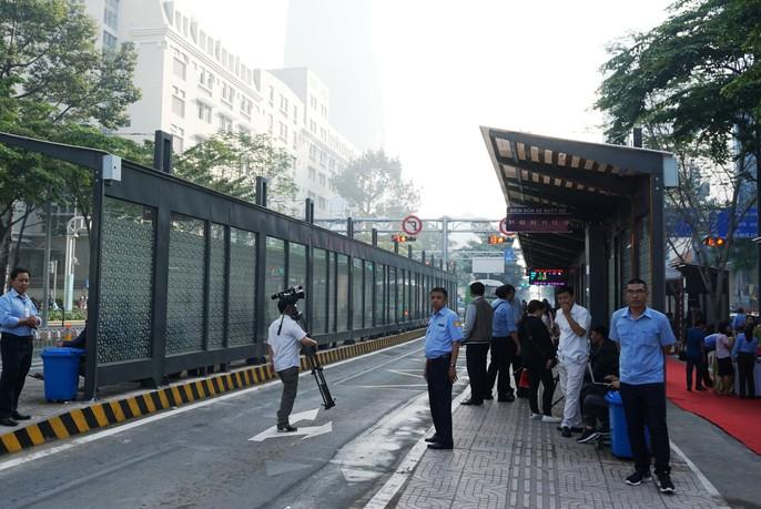 Sang chảnh trạm điều hành xe buýt Bến Thành - Ảnh 4.