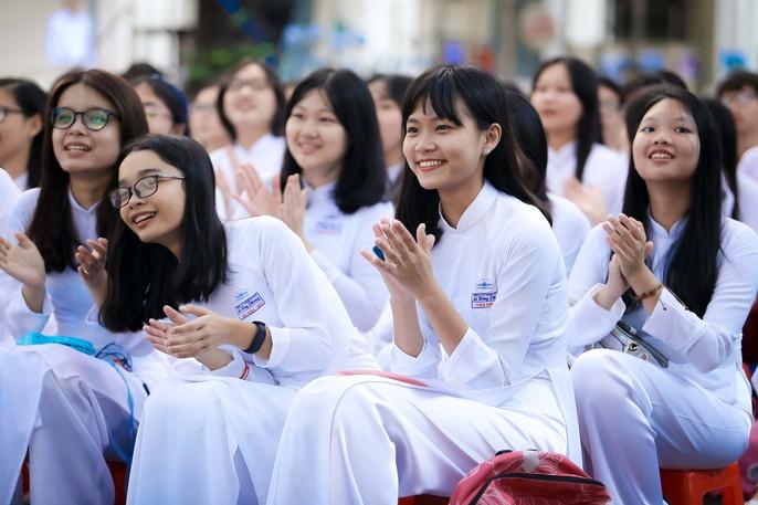 Bí thư Thành ủy đánh trống khai giảng tại trường Lê Hồng Phong - Ảnh 3.