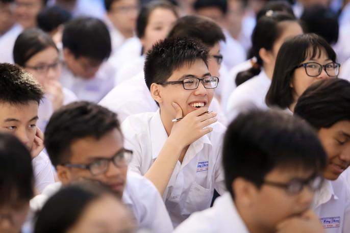 Bí thư Thành ủy đánh trống khai giảng tại trường Lê Hồng Phong - Ảnh 4.
