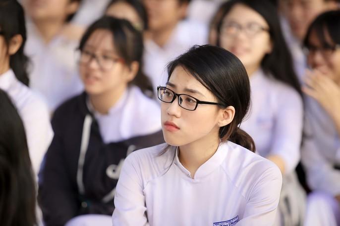 Bí thư Thành ủy đánh trống khai giảng tại trường Lê Hồng Phong - Ảnh 8.