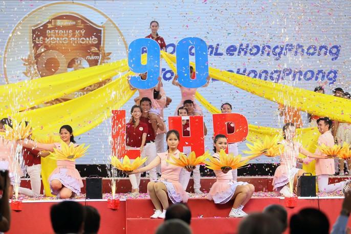 Bí thư Thành ủy đánh trống khai giảng tại trường Lê Hồng Phong - Ảnh 9.