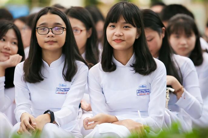 Bí thư Thành ủy đánh trống khai giảng tại trường Lê Hồng Phong - Ảnh 6.