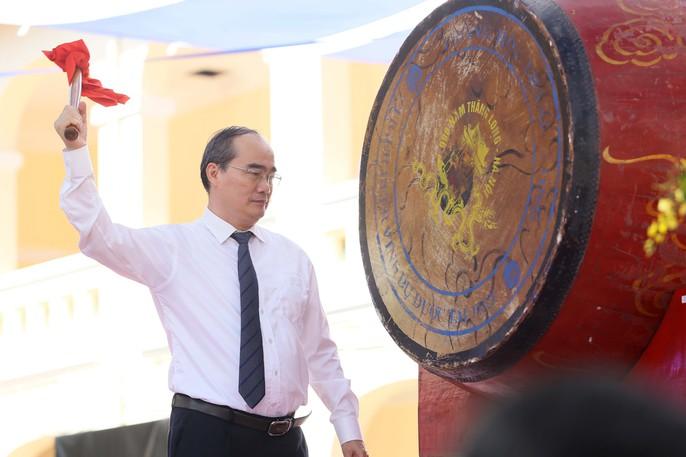Bí thư Thành ủy đánh trống khai giảng tại trường Lê Hồng Phong - Ảnh 13.