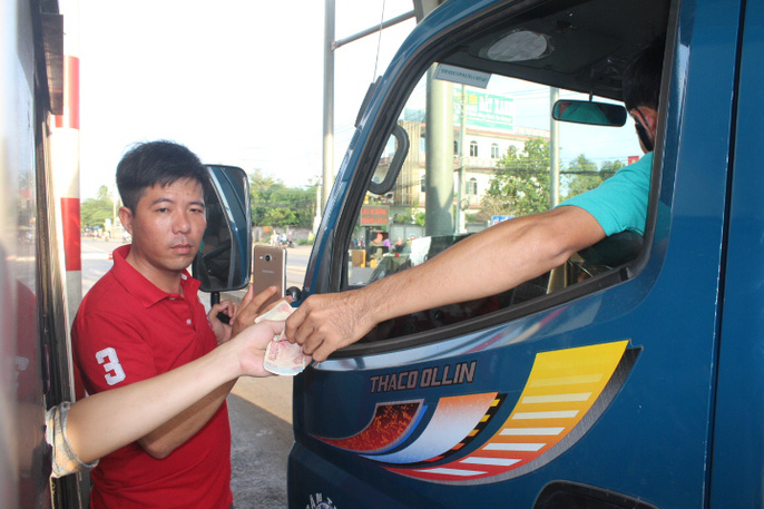 Người dân chặn xe trốn trạm BOT tuyến tránh Biên Hòa - Ảnh 11.