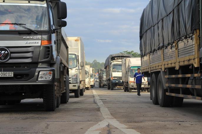 Toàn cảnh thất thủ ở BOT tuyến tránh Biên Hòa sáng 12-9 - Ảnh 9.