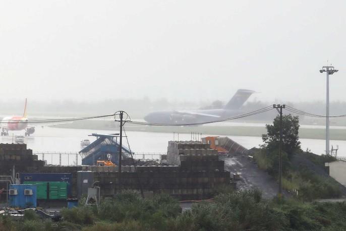 Siêu vận tải C-17 của Tổng thống Donald Trump đáp xuống Đà Nẵng - Ảnh 4.