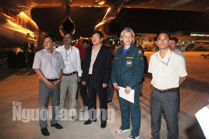Cận cảnh phi cơ đưa 40 tấn hàng cứu trợ của Nga đến Khánh Hòa - Ảnh 6.