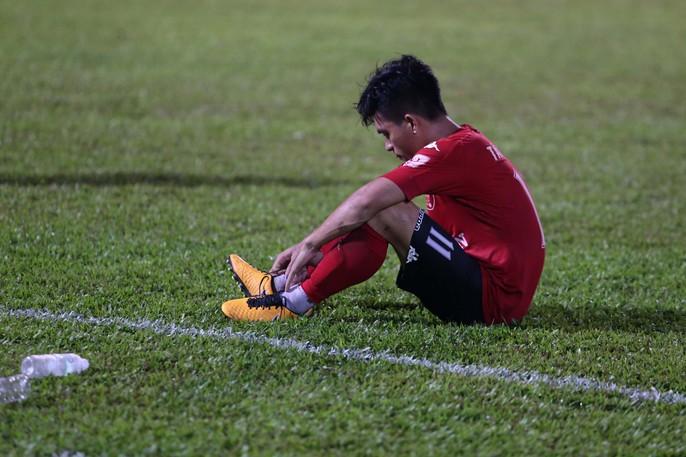 Nỗi buồn của cầu thủ Long An sau trận cuối tại V-League 2017 - Ảnh 4.