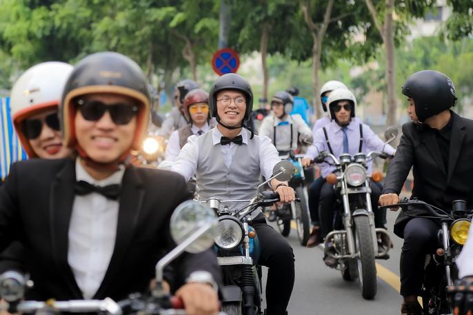 Quý ông, quý bà cưỡi mô tô, xe cổ gây quỹ từ thiện - Ảnh 4.