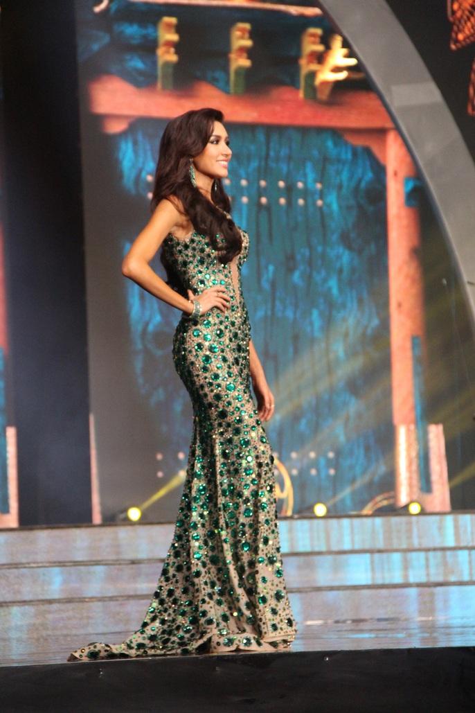 Huyền My nóng bỏng tại đêm sơ kết Hoa hậu Hòa bình Thế giới - Ảnh 18.