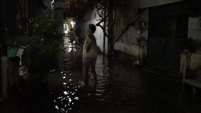 Không mưa, khu giàu nhất Sài Gòn vẫn lênh láng nước - Ảnh 5.