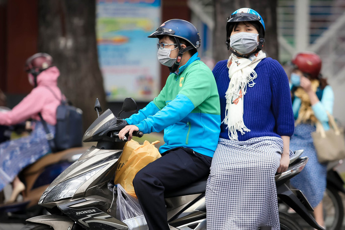 Người Sài Gòn co ro trong gió lạnh - Ảnh 5.