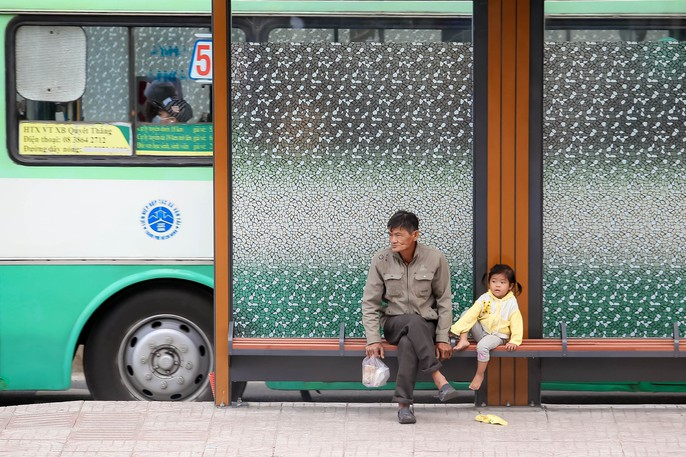 Người Sài Gòn co ro trong gió lạnh - Ảnh 7.