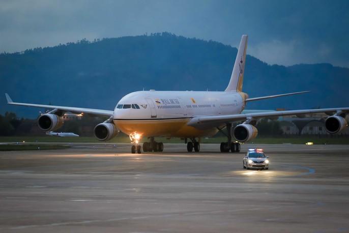 Vua Brunei tự lái chuyên cơ tới Đà Nẵng - Ảnh 10.