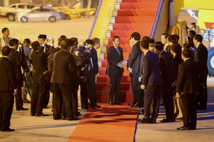 Vua Brunei tự lái chuyên cơ tới Đà Nẵng - Ảnh 8.