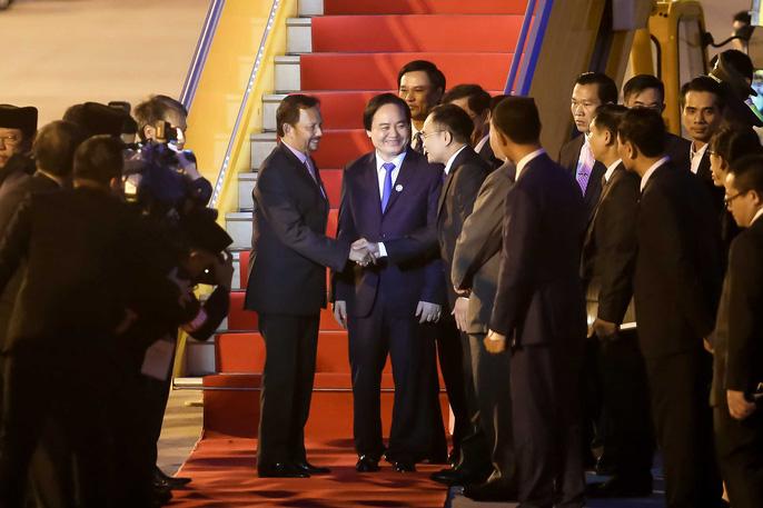 Vua Brunei tự lái chuyên cơ tới Đà Nẵng - Ảnh 9.