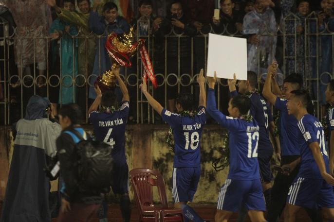 Quảng Nam mở hội trong ngày lên ngôi vương V-League - Ảnh 7.