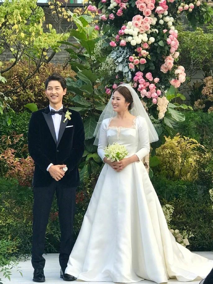 Song Hye Kyo và Song Joong Ki khoe ảnh cưới - Ảnh 6.