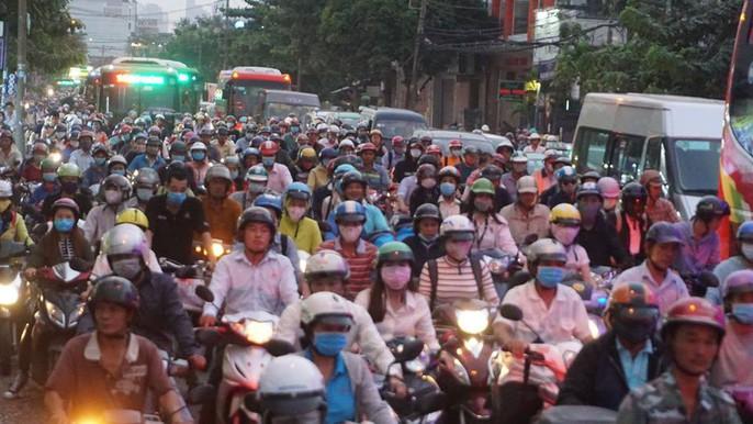 Người dân ùn ùn rời Sài Gòn, về quê nghỉ Tết Dương lịch - Ảnh 15.