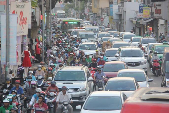Người dân ùn ùn rời Sài Gòn, về quê nghỉ Tết Dương lịch - Ảnh 13.