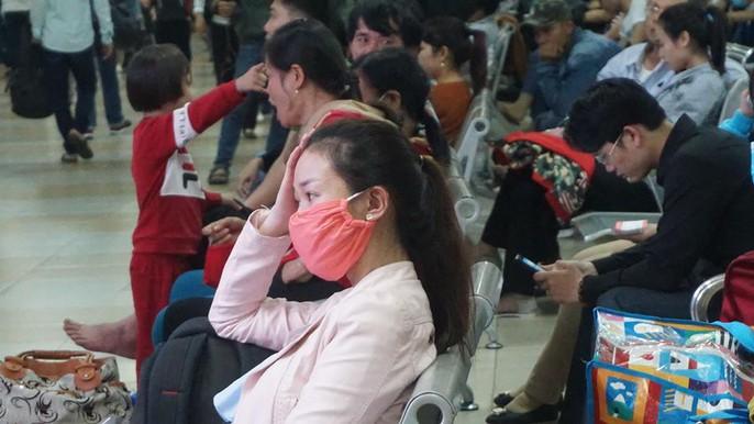 Người dân ùn ùn rời Sài Gòn, về quê nghỉ Tết Dương lịch - Ảnh 17.