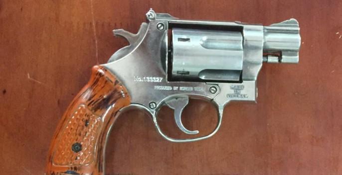 Diễn biến mới nhất vụ chủ hãng nước đá gí súng dọa bắn người - Ảnh 2.
