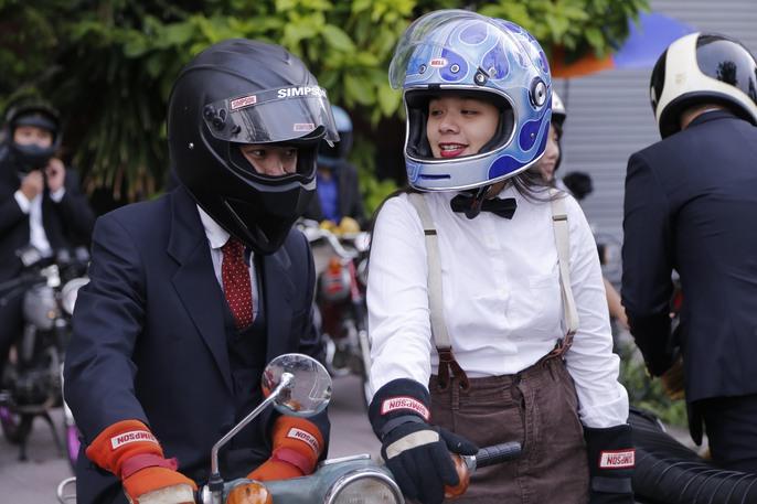 Quý ông, quý bà cưỡi mô tô, xe cổ gây quỹ từ thiện - Ảnh 7.